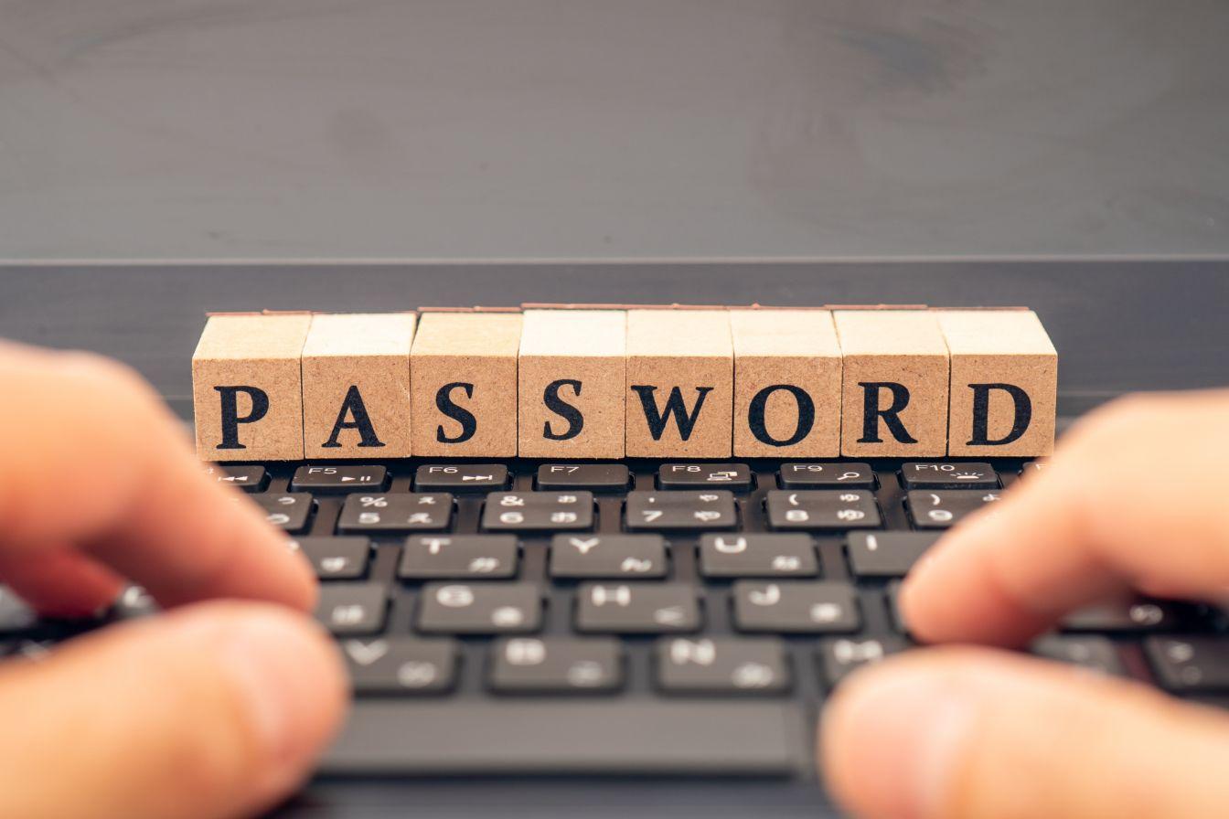 パスワード別送の意味はあるのか? 添付ファイル付きメールの安全性